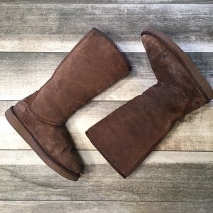 {UGGs} sheep skin lined boots